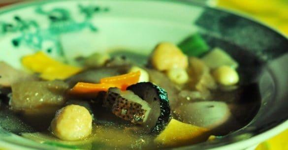 Tuy nhiên, điểm nhấn của món này nằm ở nước dùng. Sá sùng Quảng Ninh và cồi sò điệp ở Khánh Hòa… được hầm hết một ngày đêm để tạo nên vị ngọt, mặn tự nhiên, không cần nêm thêm gia vị.