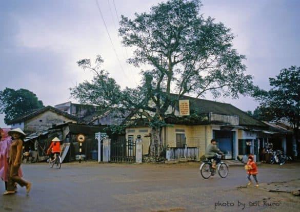 Vẻ đơn sơ của đường phố Huế, 1990.