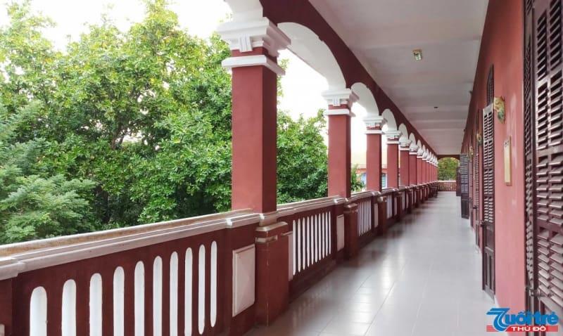 Hiện nay, Quốc học Huế có hơn 40 lớp với trên 1.000 học sinh thuộc khối THPT. Hầu hết học sinh tại ngôi trường này đều đỗ đạt vào các trường đại học nổi tiếng của Việt Nam và quốc tế