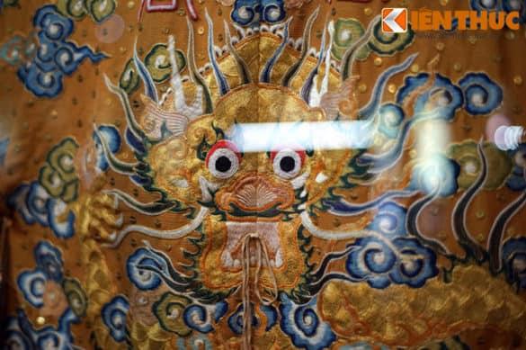 Hình tượng rồng trên hoàng bào của vua nhà Nguyễn mặc lúc thiết lễ đại triều.