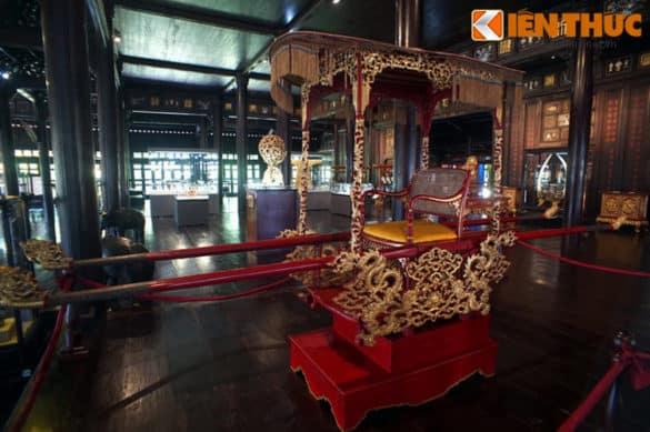 Chiếu kiệu sơn son thiếp vàng từng là phương tiện di chuyển của vua nhà Nguyễn ở Hoàng thành Huế.