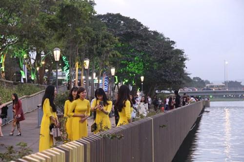 Chính thức đưa vào hoạt động cầu gỗ lim trên sông Hương 178