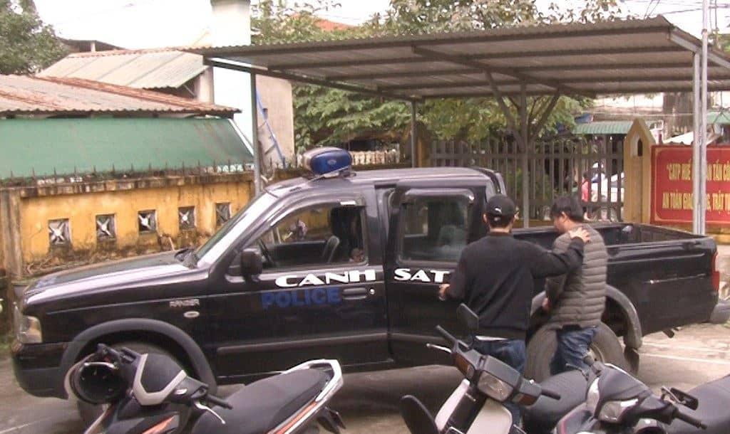 TP Huế: Thanh niên lạ mặt đến cửa hàng tạp hóa lừa mua 300 thùng bia 134