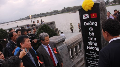 Chính thức đưa vào hoạt động cầu gỗ lim trên sông Hương 164