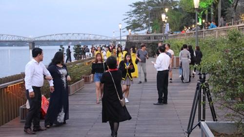 Chính thức đưa vào hoạt động cầu gỗ lim trên sông Hương 172