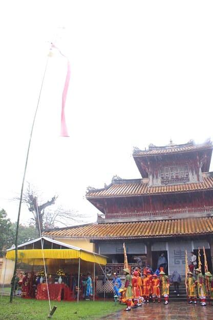 Dựng cây Nêu, một nét đẹp văn hóa trong cung triều Nguyễn.