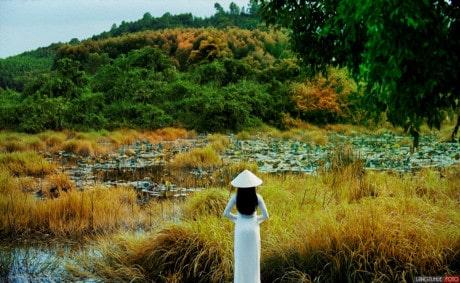 Trầm tư và sâu lắng cùng tà áo dài trắng xứ Huế 158