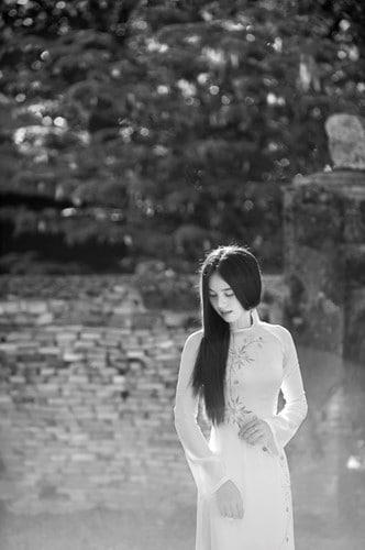Trầm tư và sâu lắng cùng tà áo dài trắng xứ Huế 160