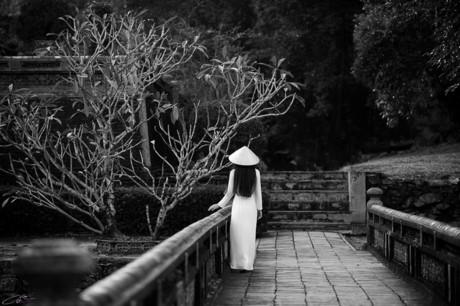 Trầm tư và sâu lắng cùng tà áo dài trắng xứ Huế 162
