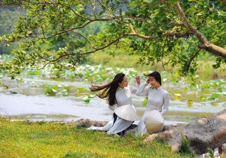 Trầm tư và sâu lắng cùng tà áo dài trắng xứ Huế 144