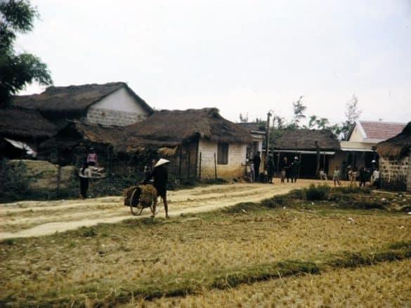 Thôn xóm ở ngoại ô Huế.