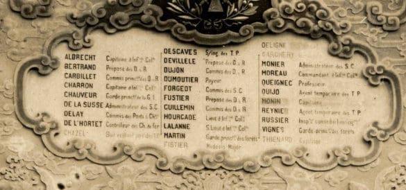 Tên các tử sĩ Pháp được ghi trên công trình. Lễ khánh thành được tổ chức trọng thể vào ngày 23/9/1920 với sự có mặt của vua Khải Định và các quan chức người Pháp ở Đông Dương.