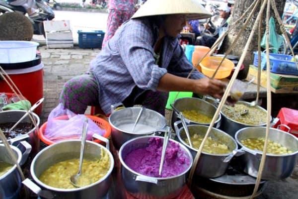 Bạn có thể tìm thấy ở Đông Ba đủ các món chè dân dã