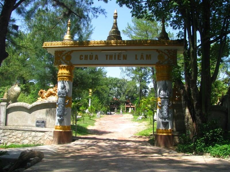 Cổng chùa Thiền Lâm