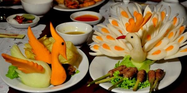 Một món ăn cơm cung đình Huế được trang trí đẹp mắt