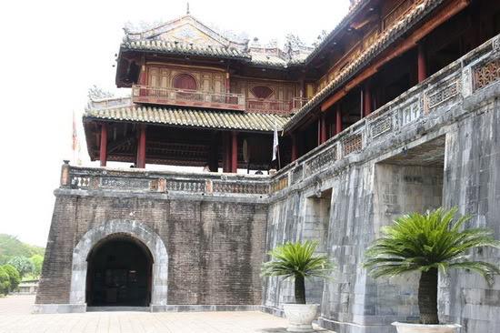 Các cổng vào Hoàng thành Huế 127