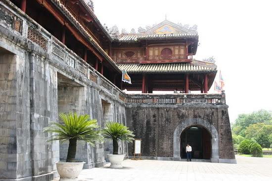 Các cổng vào Hoàng thành Huế 129