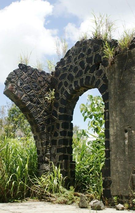 Nét hấp dẫn từ một biệt thự cũ đã đổ nát Bạch Mã