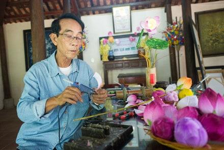 Nghệ nhân thổi hồn cho hoa giấy xứ Huế 148