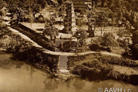 Toàn cảnh chùa Thiên Mụ thập niên 1920 nhìn từ máy bay. Ảnh tư liệu.