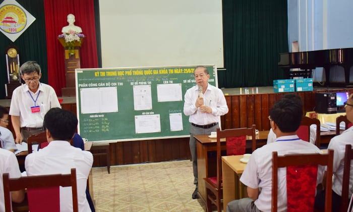 Chủ tịch UBND tỉnh Phan Ngọc Thọ kiểm tra các điểm thi THPT quốc gia trong buổi thi đầu tiên 142