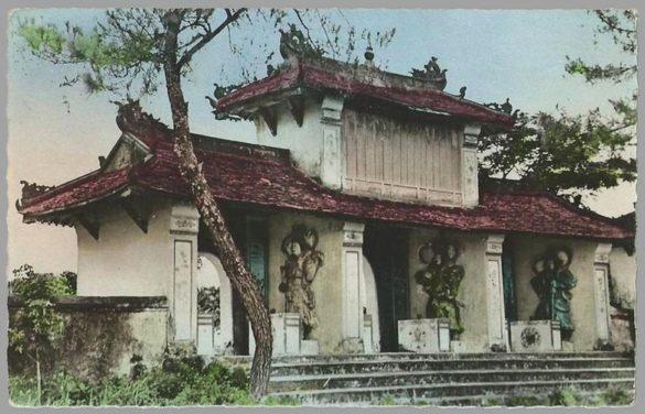 Cổng chùa Thiên Mụ trong bức ảnh chụp đầu thế kỷ 20.