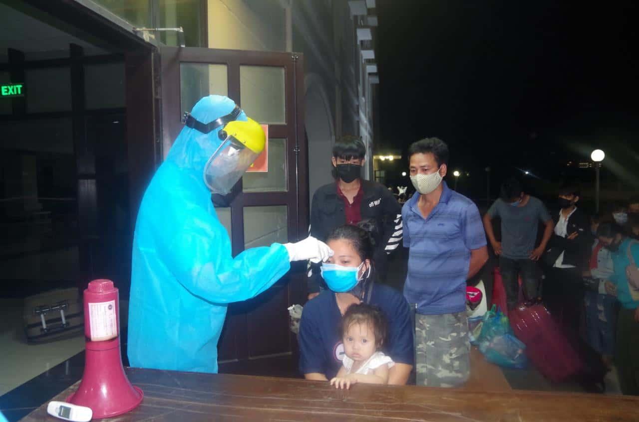Bộ CHQS tỉnh Thừa Thiên-Huế đón, tiếp nhận hơn 1000 công dân về nước
