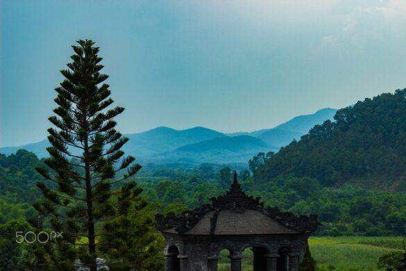 Khung cảnh núi non xứ Huế nhìn từ lăng vua Khải Định. Ảnh: Didier Fourtain / 500px.com.