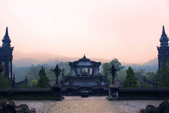 Cảnh tượng huyền ảo ở nơi an nghỉ của vua Khải Định. Ảnh: Samantha T / 500px.com.