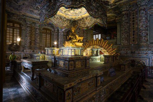Mộ phần được trang trí hết sức cầu kỳ của vua Khải Định trong cung Thiên Định. Ảnh: Nicolas Michaelis / 500px.com.