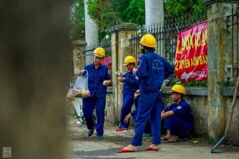 Lời cảm ơn, tri ân Cô Chú Anh Chị công nhân vệ sinh môi trường Huế sau cơn bão số 5 140