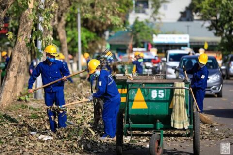 Lời cảm ơn, tri ân Cô Chú Anh Chị công nhân vệ sinh môi trường Huế sau cơn bão số 5 146
