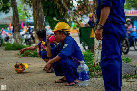 Lời cảm ơn, tri ân Cô Chú Anh Chị công nhân vệ sinh môi trường Huế sau cơn bão số 5 150
