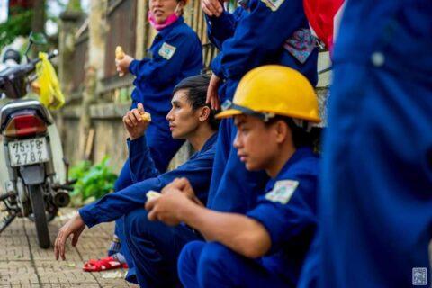 Lời cảm ơn, tri ân Cô Chú Anh Chị công nhân vệ sinh môi trường Huế sau cơn bão số 5 154