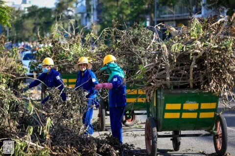 Lời cảm ơn, tri ân Cô Chú Anh Chị công nhân vệ sinh môi trường Huế sau cơn bão số 5 164
