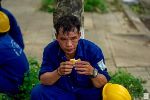 Lời cảm ơn, tri ân Cô Chú Anh Chị công nhân vệ sinh môi trường Huế sau cơn bão số 5 172