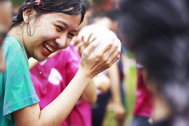 Ý Nhi - thí sinh Hoa Hậu Việt Nam cực giỏi tiếng Anh, từng giành Hoa khôi Đại học Huế 2020