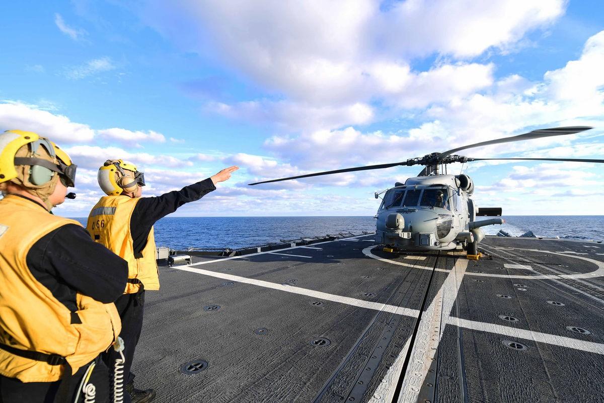 Ảnh hiếm dàn vũ khí trên chiến hạm Mỹ mang tên thành phố Huế 164