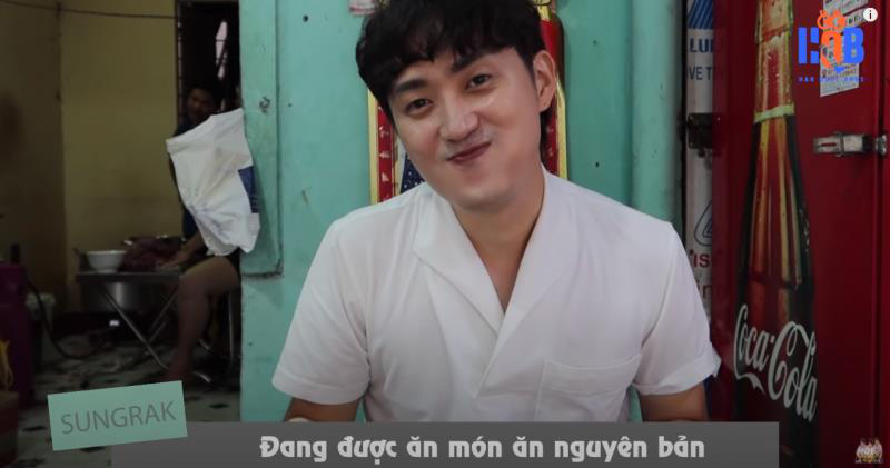 Chàng trai Hàn Quốc bất chấp bão số 6 đi tìm bún bò Huế ở cố đô
