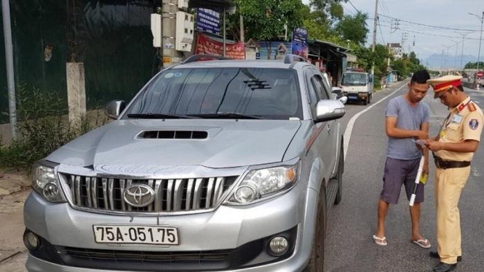 Bất thường quanh chiếc xe gom khách, chạy trá hình tuyến Huế - Đà Nẵng