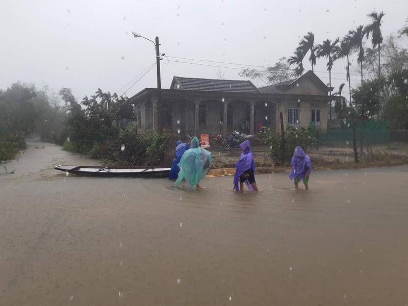 Nước sông ở Thừa Thiên - Huế đang lên, nhiều nơi ngập sâu