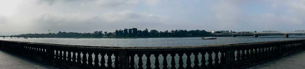 Tản bộ dọc sông Hương, ngắm nhìn một Huế rất đời thường 220