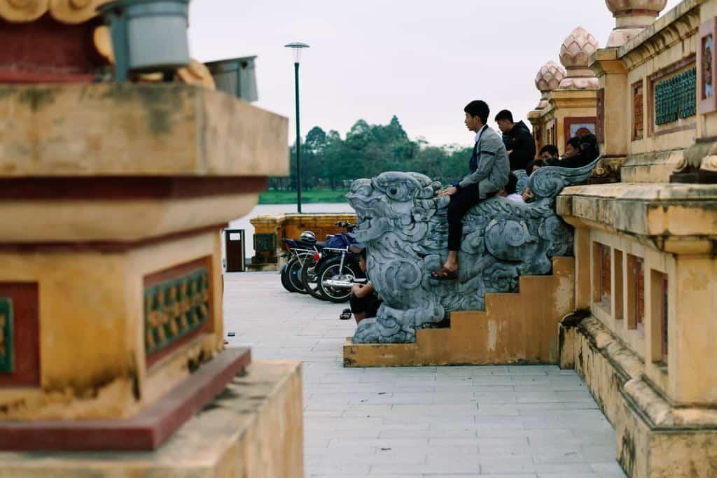 Tản bộ dọc sông Hương, ngắm nhìn một Huế rất đời thường 198
