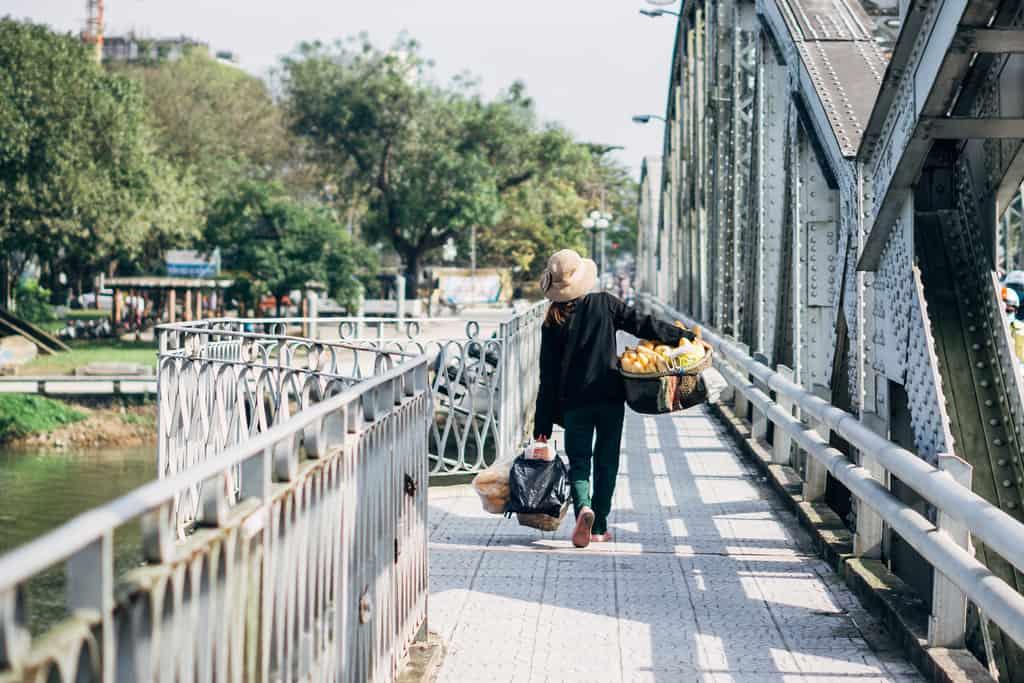 Tản bộ dọc sông Hương, ngắm nhìn một Huế rất đời thường 224