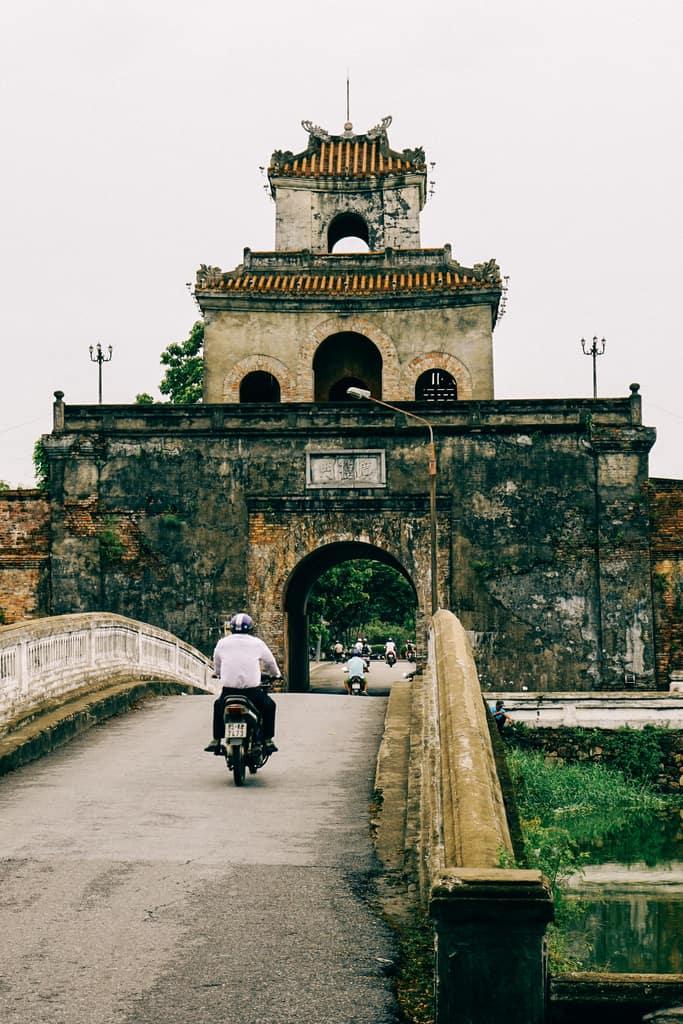 Tản bộ dọc sông Hương, ngắm nhìn một Huế rất đời thường 250