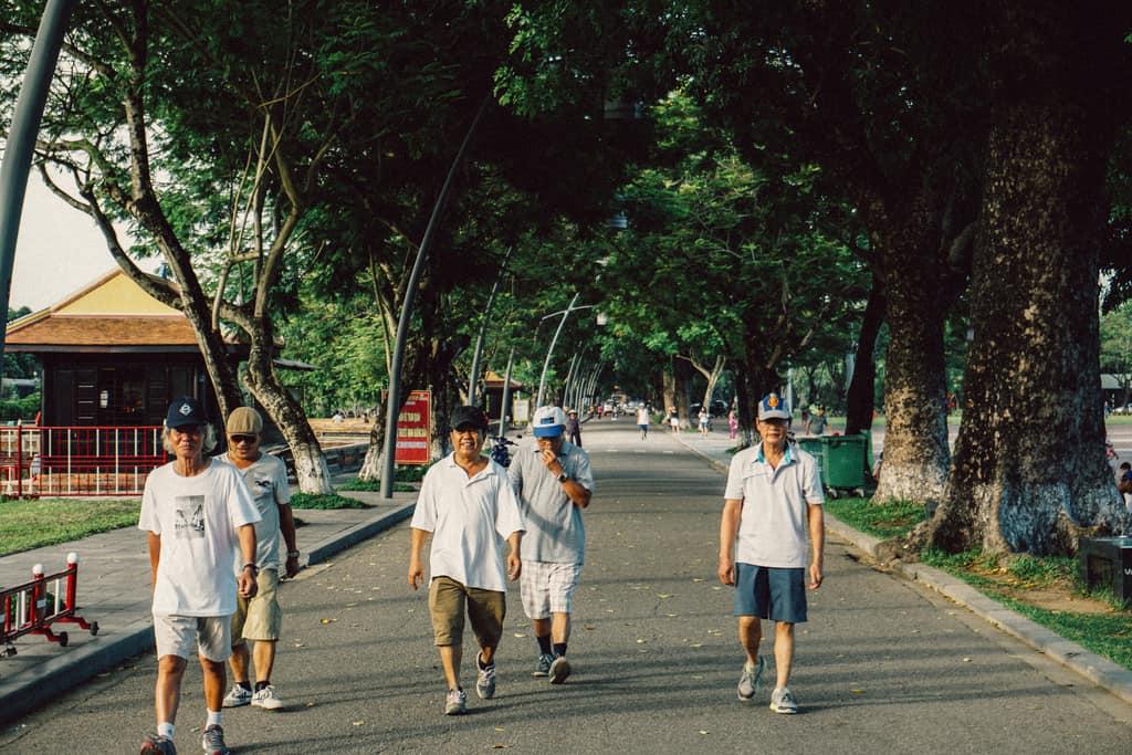 Tản bộ dọc sông Hương, ngắm nhìn một Huế rất đời thường 248