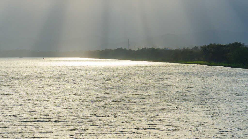 Tản bộ dọc sông Hương, ngắm nhìn một Huế rất đời thường 252