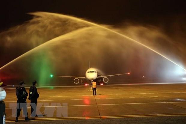 Tàu bay của Vietravel Airlines lần đầu hạ cánh tại sân bay Phú Bài