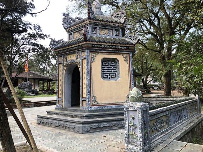 Sau trùng tu, ngôi cổ tự nổi tiếng bậc nhất xứ Huế bây giờ ra sao? 168