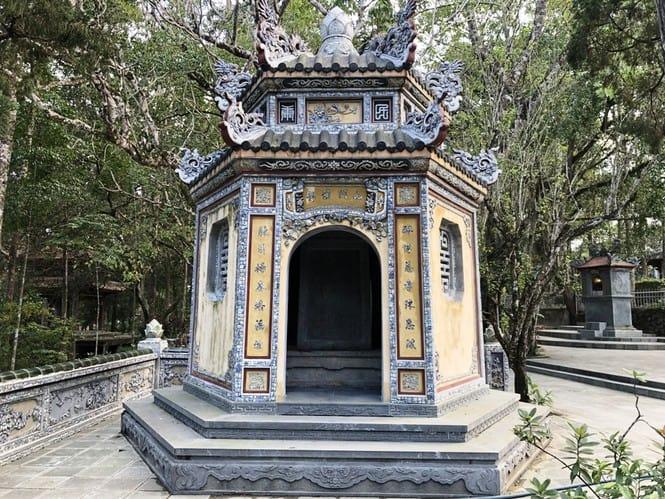 Sau trùng tu, ngôi cổ tự nổi tiếng bậc nhất xứ Huế bây giờ ra sao? 176
